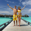 Couple on a beach jetty at Maldives - Stockfoto