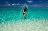 Kadın saçları okyanus su — Stok fotoğraf