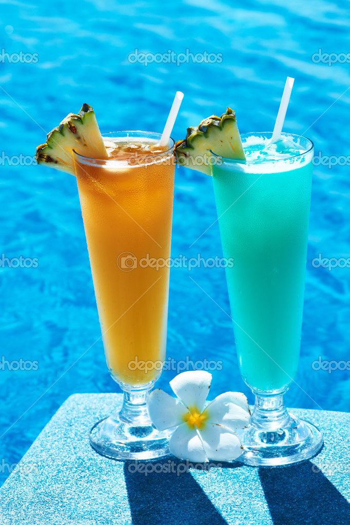 Cocktails near swimming pool stock photo 25231441 - Where is my nearest swimming pool ...