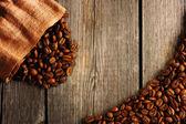 咖啡豆和袋背景 — 图库照片