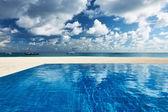Luxury tropical swimming pool — Stock Photo