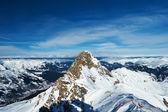 Montanhas com neve no inverno — Fotografia Stock