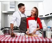 Couple at kitchen — Stok fotoğraf
