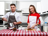 Couple at kitchen — Stockfoto