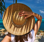 Woman with sun hat at beach — Stock Photo