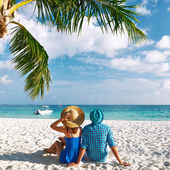 Couple in blue clothes on a beach at Maldives — Foto de Stock