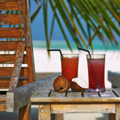 Cocktails at tropical beach — Stock Photo