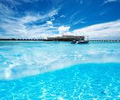 Beach with white sand bottom underwater view — Stockfoto
