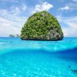 Uninhabited island with white sand bottom underwater view — Stock Photo #44195097