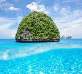Uninhabited island with white sand bottom underwater view — Stock Photo