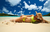 Woman at beach — Stockfoto