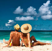 Couple on a beach at Seychelles — 图库照片