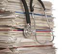Stos dokumentów z stetoskop — Zdjęcie stockowe