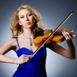 Woman with violin in studio — ストック写真