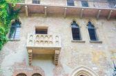 Slavný juliiným balkonem v verona — Stock fotografie