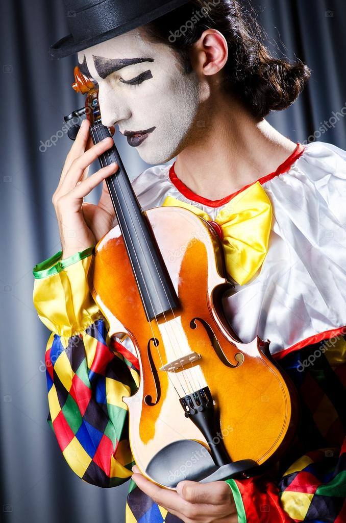 ===Soy un payaso=== - Página 2 Depositphotos_12846116-stock-photo-clown-playing-on-the-violin