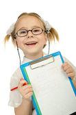 Petite fille écrivant avec crayons de couleur — Photo