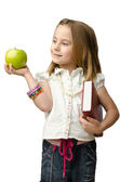 Liten flicka med äpple — Stockfoto