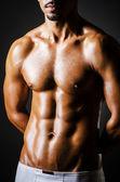 Culturista con corpo muscoloso — Foto Stock