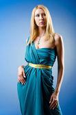 Bella donna in studio moda riprese — Foto Stock