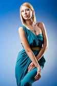Piękna kobieta w studio mody strzelanina — Zdjęcie stockowe
