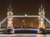 Famous Tower Bridge in London at night — Foto Stock