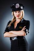 Aantrekkelijke politieagent in donkere kamer — Stockfoto