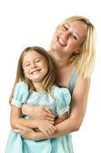白で隔離される娘を持つ母 — ストック写真