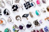 Collectie van sieraden ringen op wit — Stockfoto