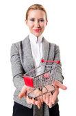 Jolie femme avec panier d'achat — Photo