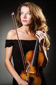 Interprète de la femme avec le violon en studio — Photo