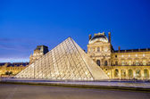 PARIS - AUGUST 18: Louvre museum at sunset on August 18, 2012 in — Stock Photo