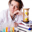 Foto Stock: Crazy womchemist in lab