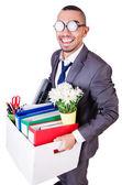 Человек увольняют с коробкой личные вещи — Стоковое фото