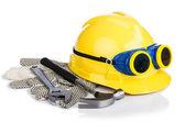 Helmu a nářadí izolované na bílém — Stock fotografie