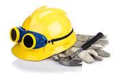 ヘルメットと白で隔離されるツール — ストック写真