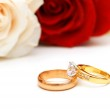 Rose and wedding rings isolated — Stock Photo #2694886