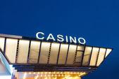夜の時間でカジノの入り口 — ストック写真