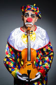 Traurigen clown beim violine — Stockfoto