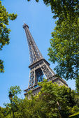 Eiffel tower on bright summer day — Stock Photo