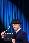 电影拍板幕背景上的男人 — 图库照片