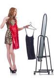 镜子试新衣服的女人 — 图库照片