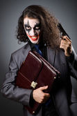 Joker avec pistolet et porte-documents — Photo