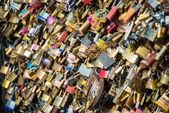 Serrures de l'amour au pont de paris — Photo