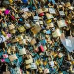 Locks of love at Paris bridge — Stock Photo #43715271