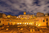 Roman ruines during evening hours — Stock Photo