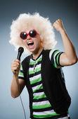 Man in afrowig singing — Stock Photo