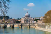 Saint Peter cathedral over Tiber river in Rome Italy — Stock Photo