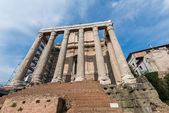 Ancient Rome ruines on bright summer day — Stockfoto