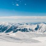 hory sněhu na světlé zimní den — Stock fotografie #51721051